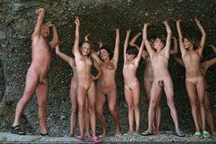 нудисты на общественном пляже фото